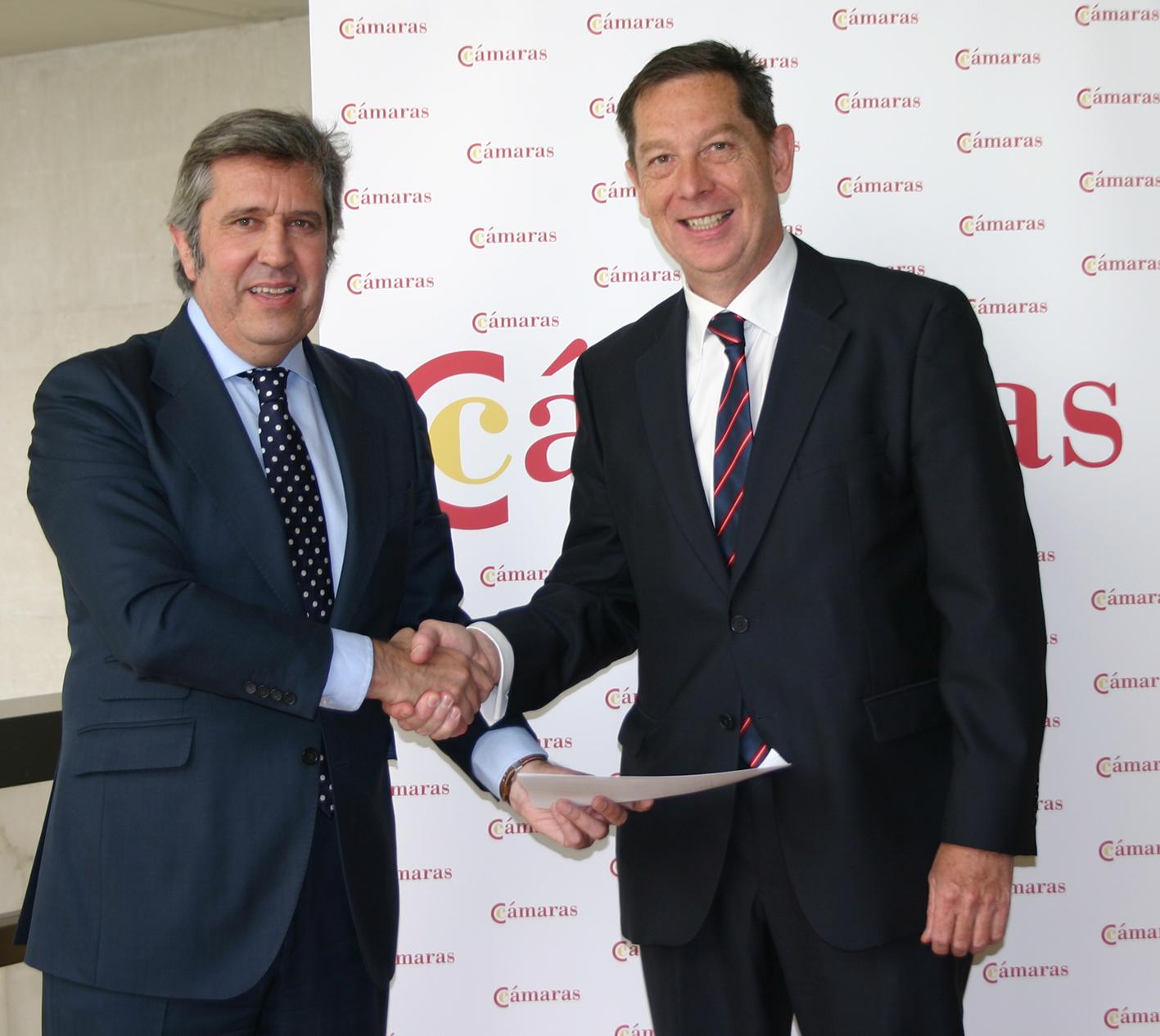 El Director de INCYDE y el Director de Marketing de DHL Express durante la firma