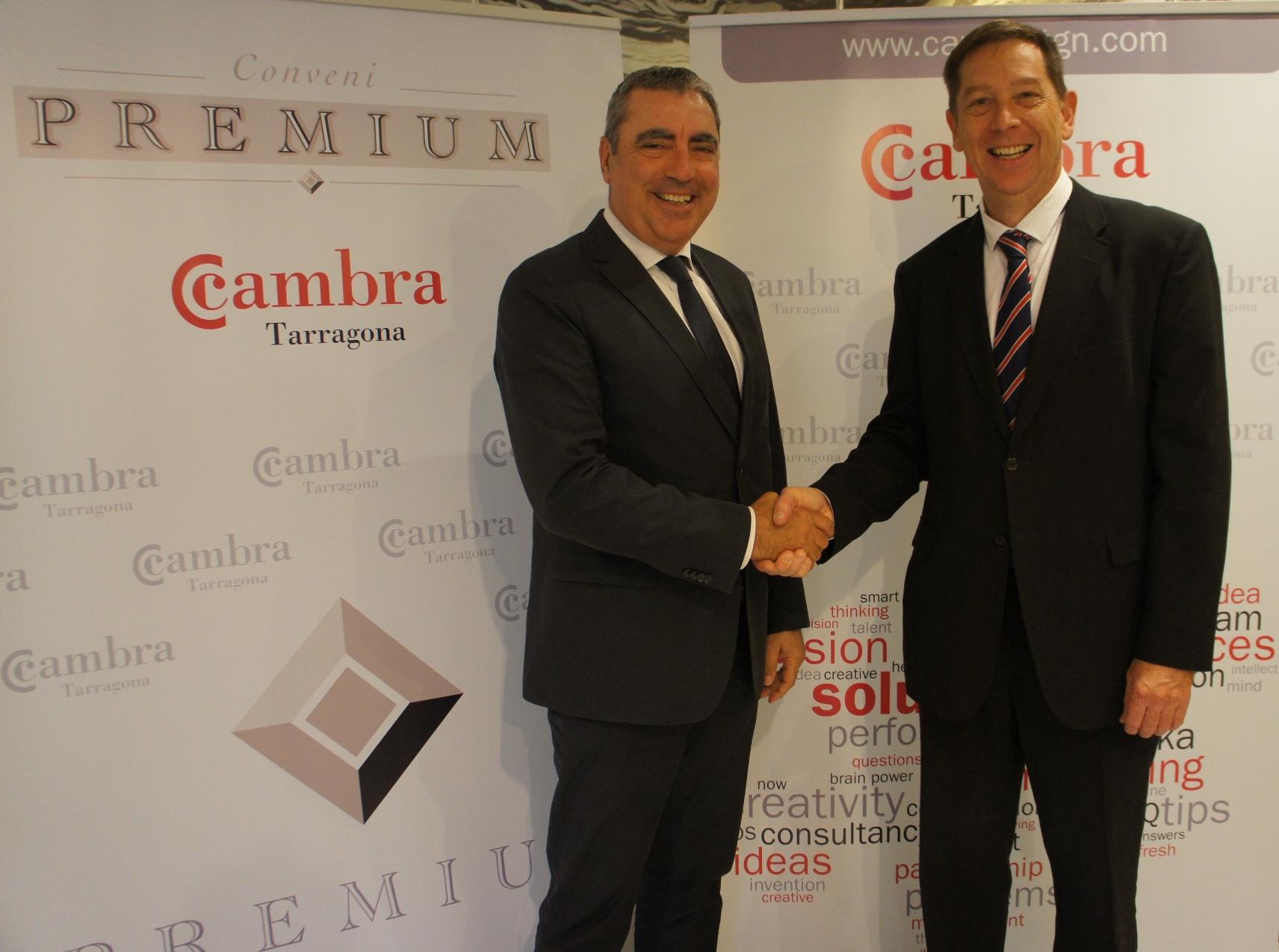 Firma entre los responsables de DHL y la Cambra de Tarragona