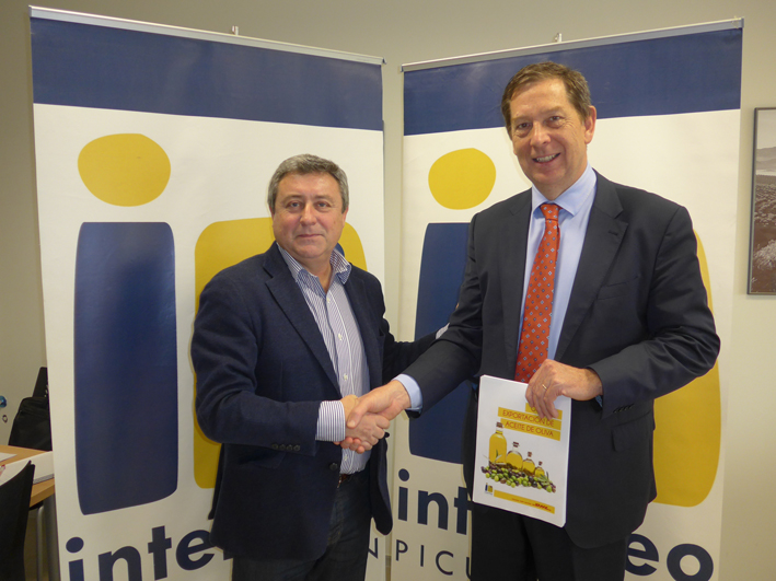 Firma del acuerdo entre DHL Express e Interóleo Picual Jaén