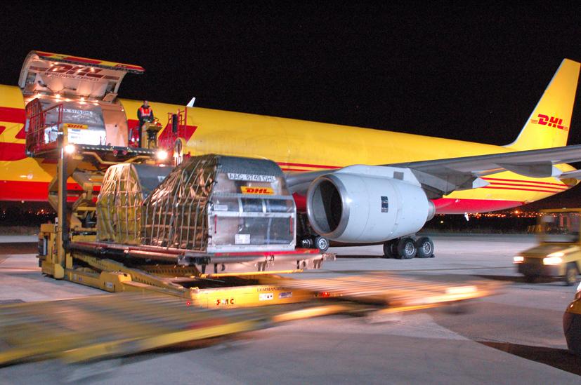 Operativa nocturna de DHL en Foronda