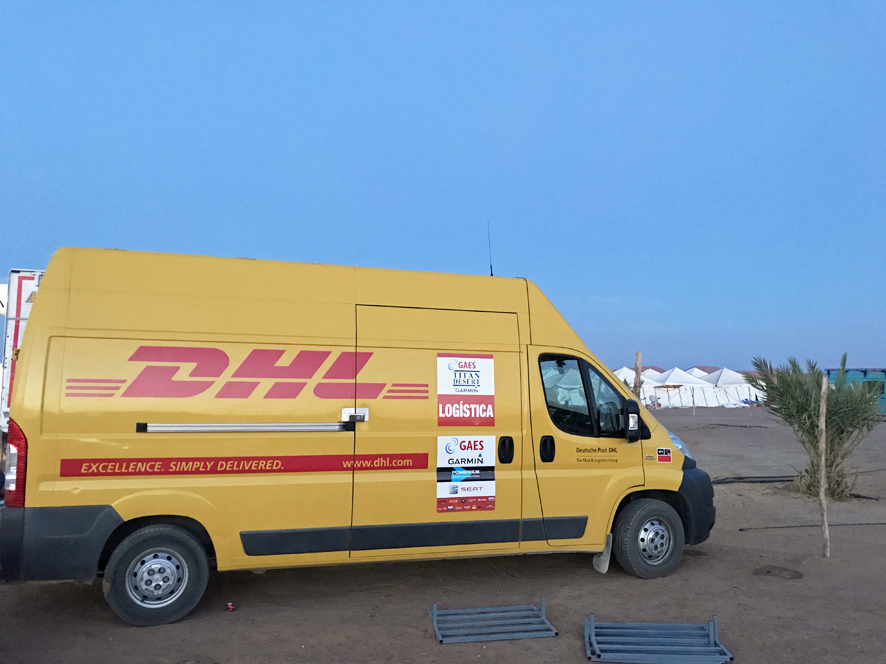 DHL patrocinador de la GAES Titan Desert by Garmin